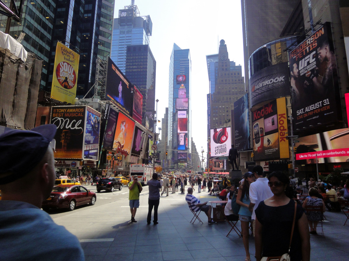 Things to do with kids and families in times square for Things to in times square