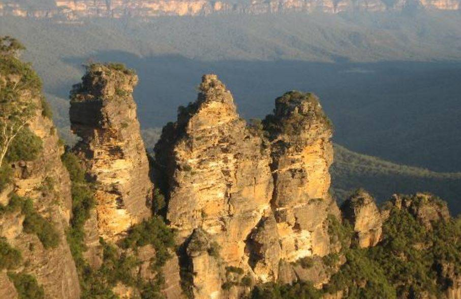 Landscape image of the three sisters in Katoomba
