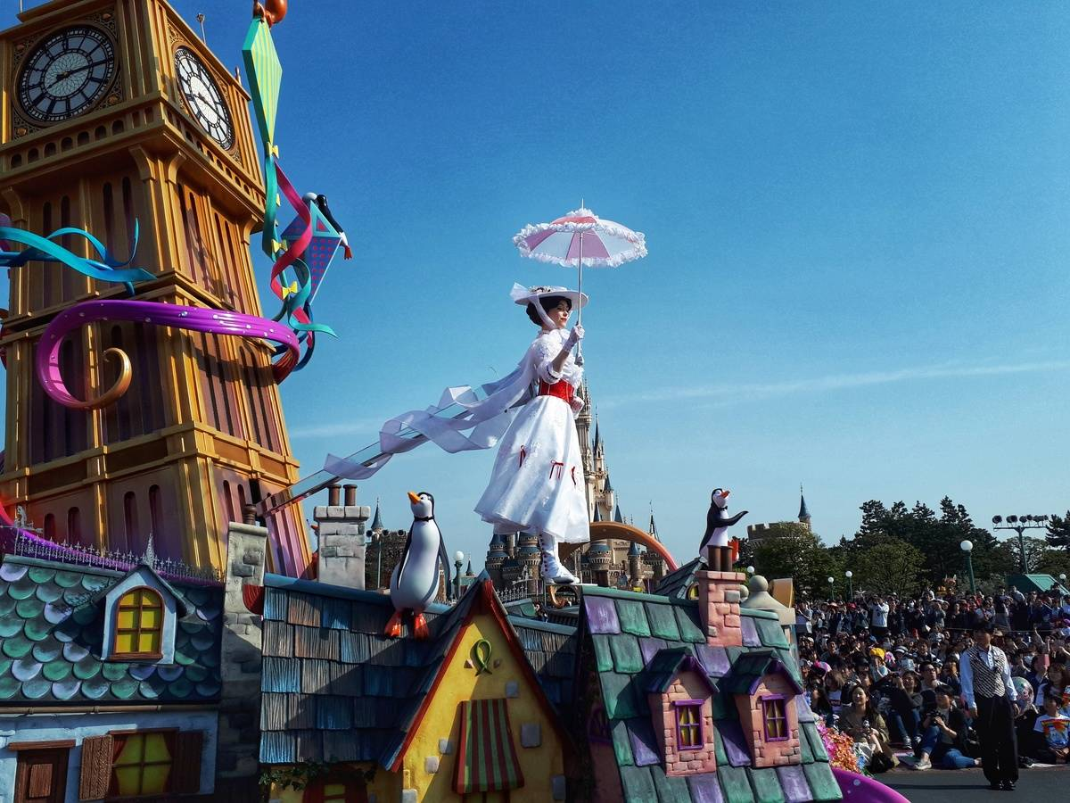Mary Poppins float at Tokyo Disneyland parade