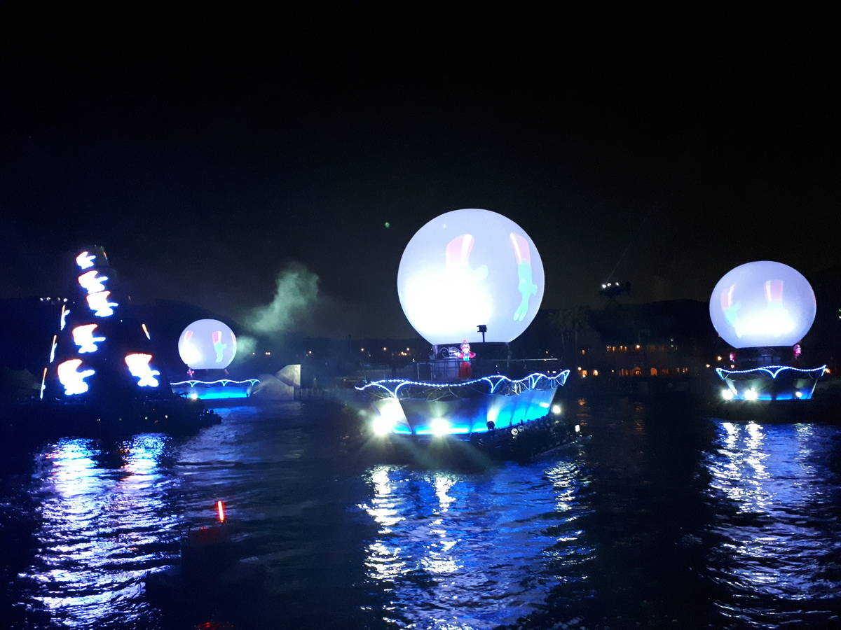Light show at night on the water at Tokyo Disney Sea