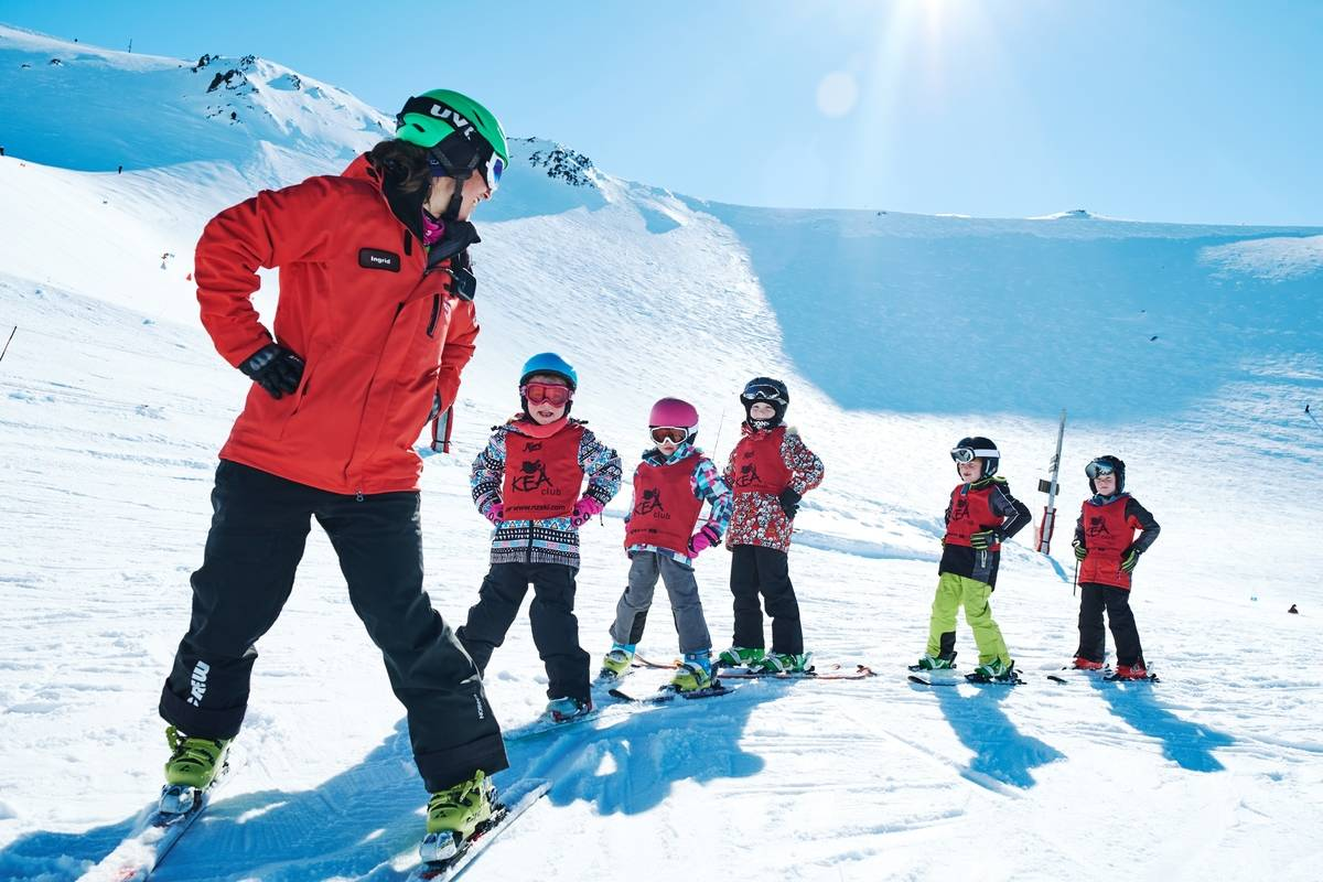 Group of young kids learning to ski with ski instructor at Mt Hutt Ben Rogers Tourism NZ